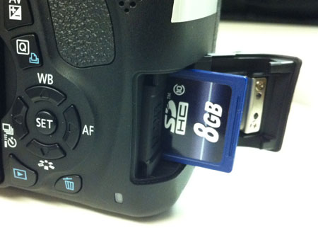 Inserting an SDHC memory card into the Canon Rebel T3i camera